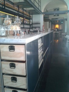 Bancone in ferro bar Frizzo a Roma progettazione Westway Architects