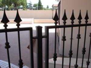 Recinzione in ferro artigianale per abitazione privata a Roma