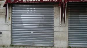 Serranda antitaglio in ferro personalizzata per attività commerciale a Roma