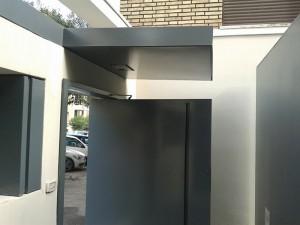 Cancello pedonale in ferro per ufficio privato a Roma progettazione Westway Architects