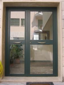 Portone infissi in ferro per condominio residenziale a Roma