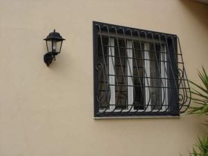 Grate in ferro personalizzate per abitazione privata a Roma