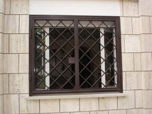 Grate in ferro artigianali per abitazione privata a Roma